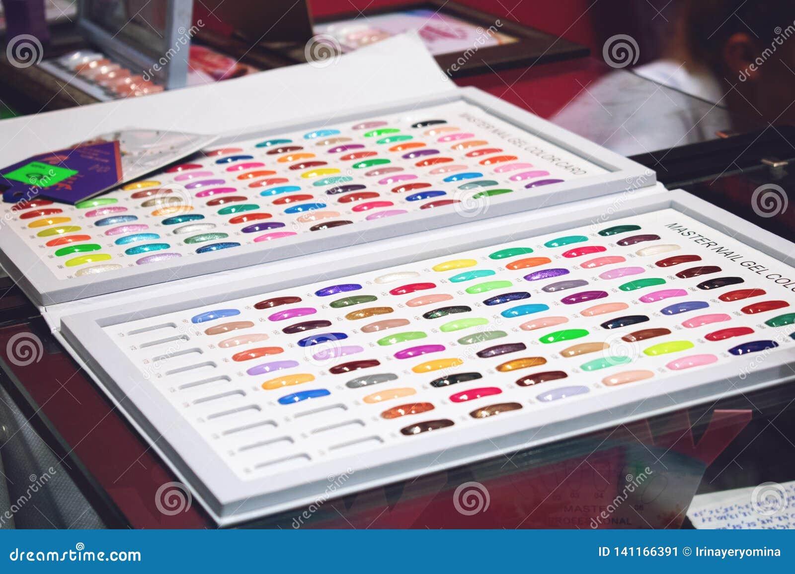 Grafici a colori dello smalto di Btight Campioni dello smalto nel colore differente di modo Lacca variopinta del chiodo nelle pun