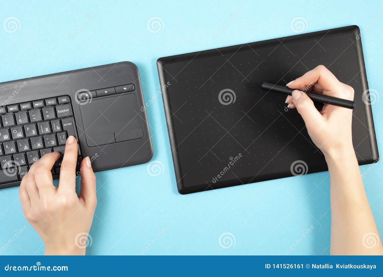 Grafiki klawiatura na błękitnym tle i pastylka Przestrzeń dla teksta Klawiatura