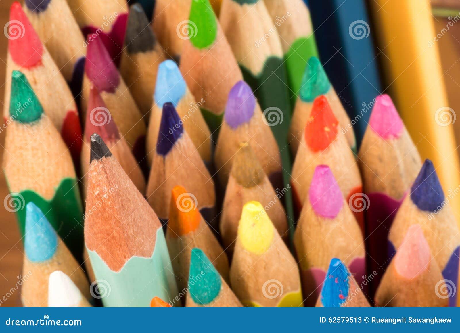 Grafit och färgade blyertspennor