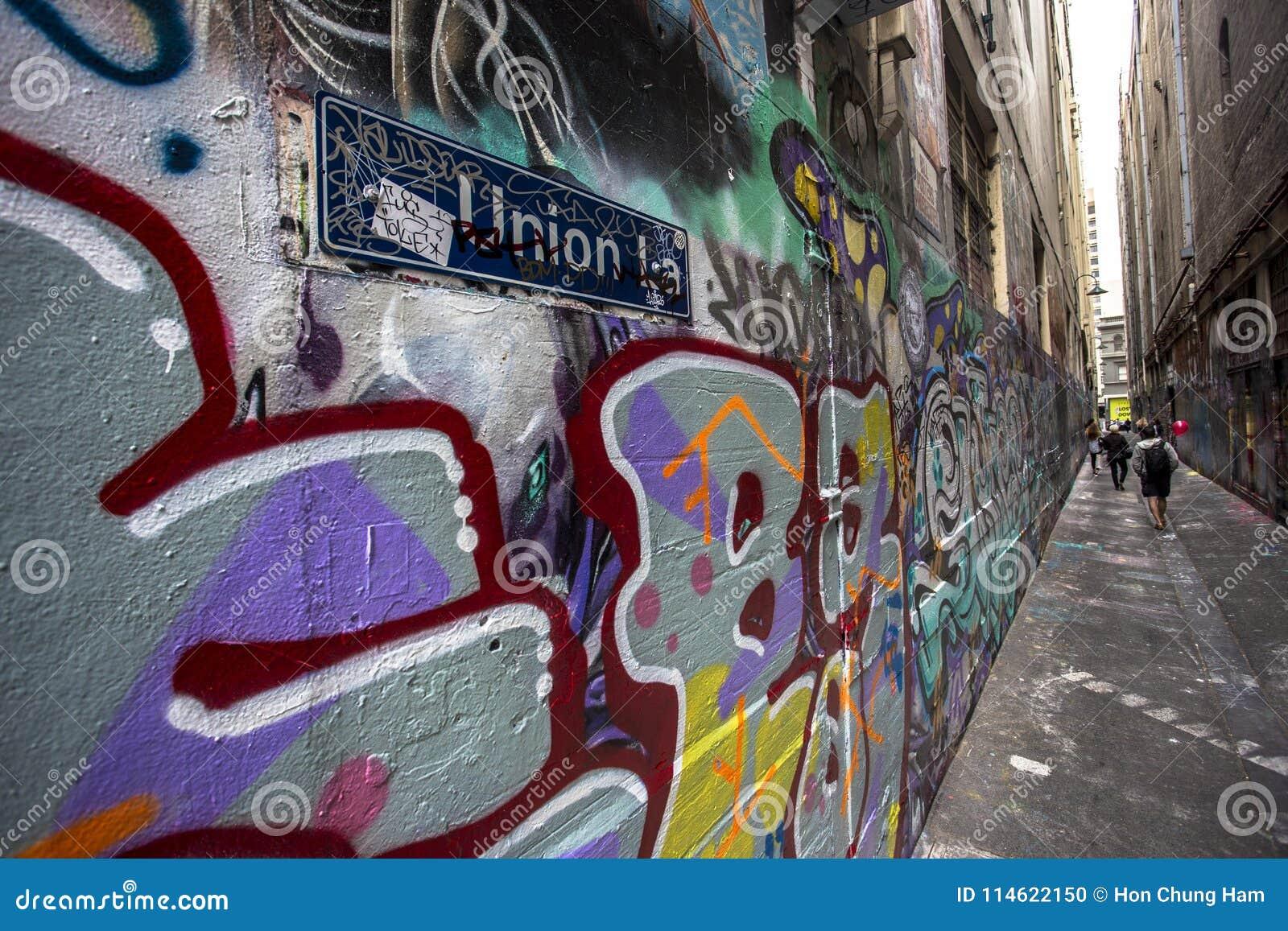 Grafittis dos grafittis da rua no Hosier Lane e na pista Melbourne da união, Victoria, Austrália