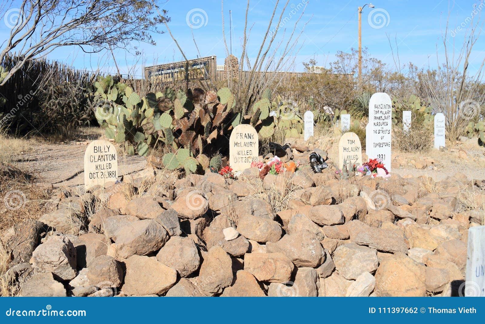 Grafsteen, Arizona: Oud het Westen/Laarsheuvelkerkhof - Graven van O K Drijf Cowboys bijeen