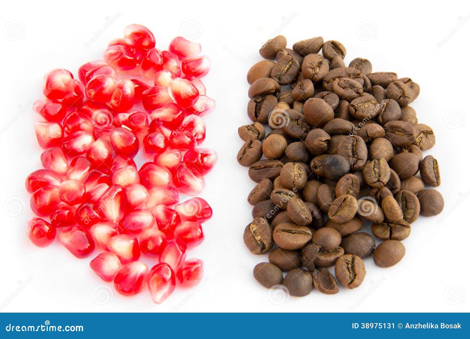graines de caf et grains rouges de grenade image stock. Black Bedroom Furniture Sets. Home Design Ideas