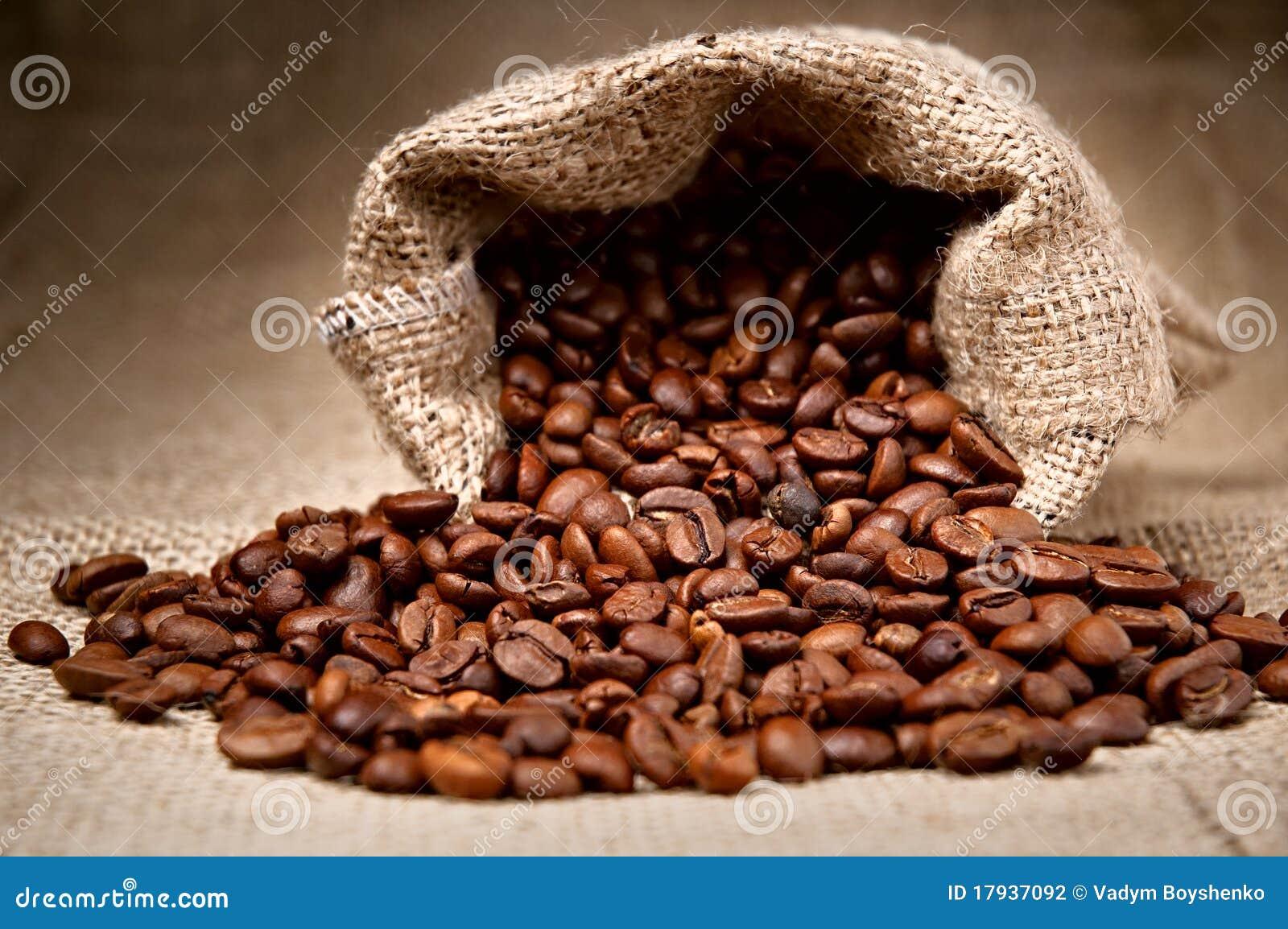 Extrêmement Grains De Café Dans Un Sac Photographie stock - Image: 17937092 YP21