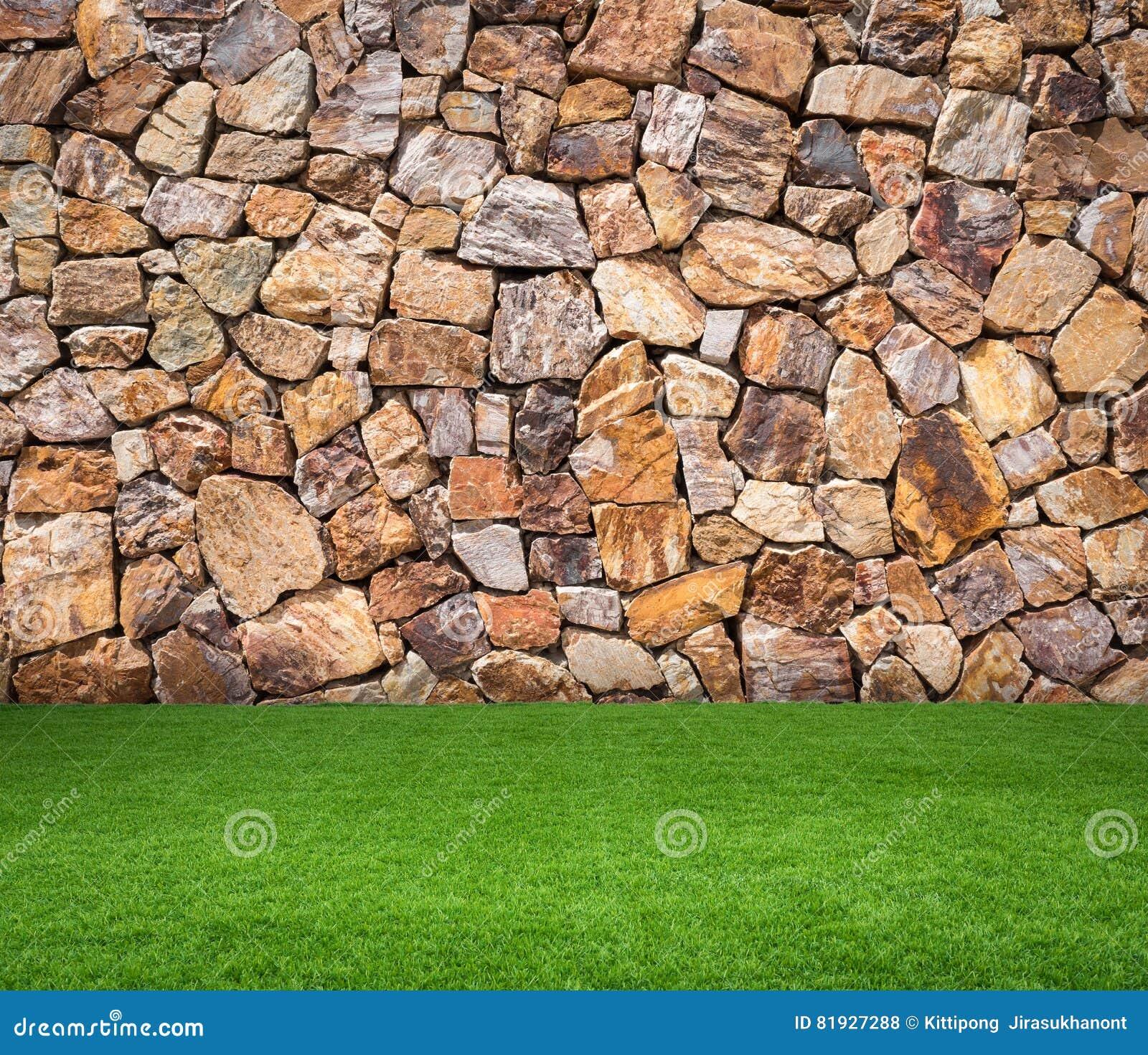Grama verde com fundo de pedra marrom