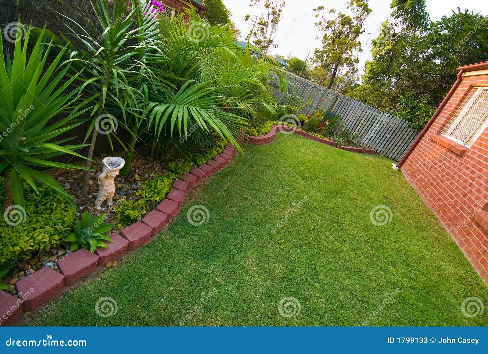 decoracao de jardim gramado : Gramado E Jardim Fotos de Stock - Imagem: 1799133