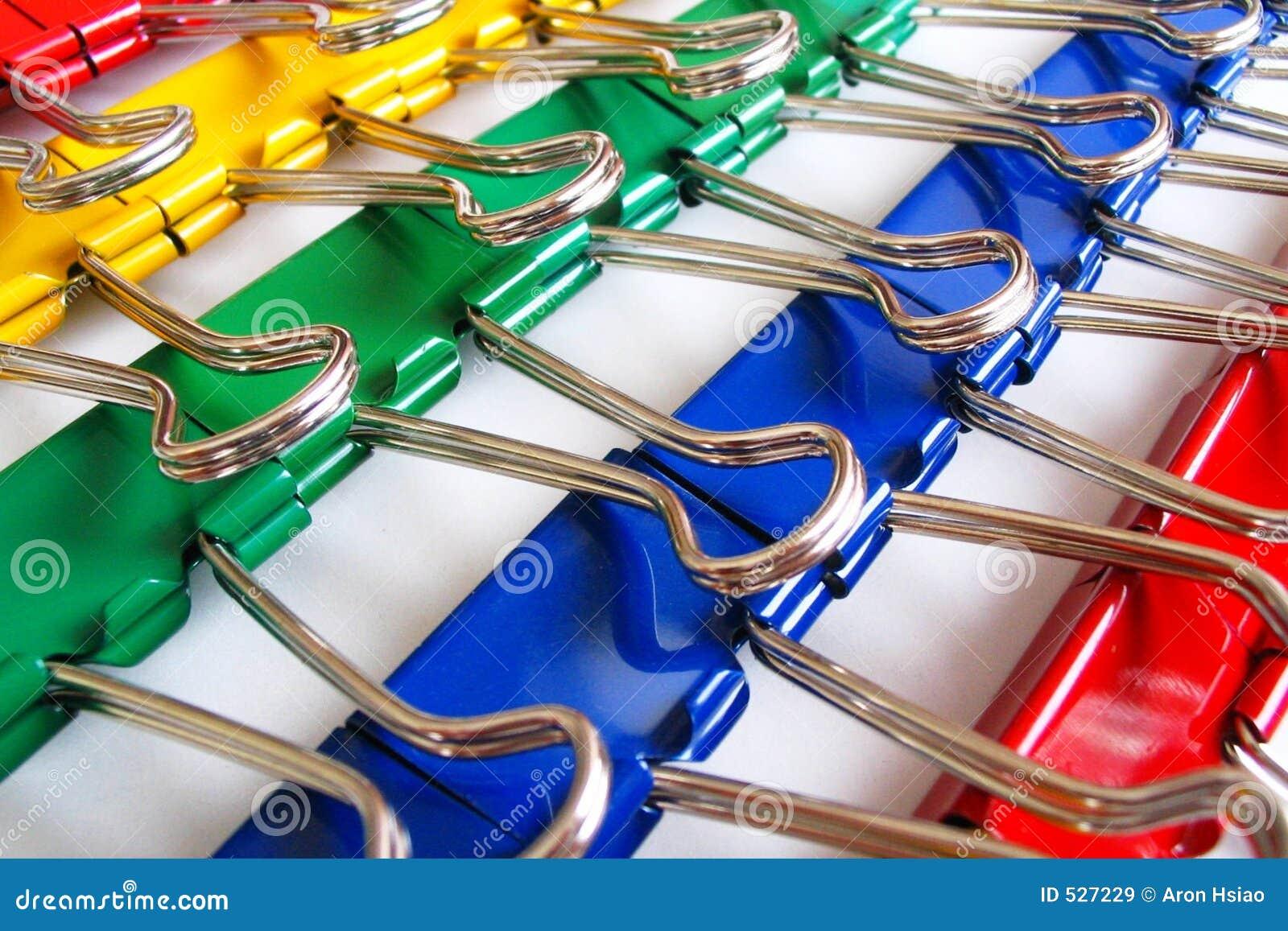 Grampos coloridos da pasta