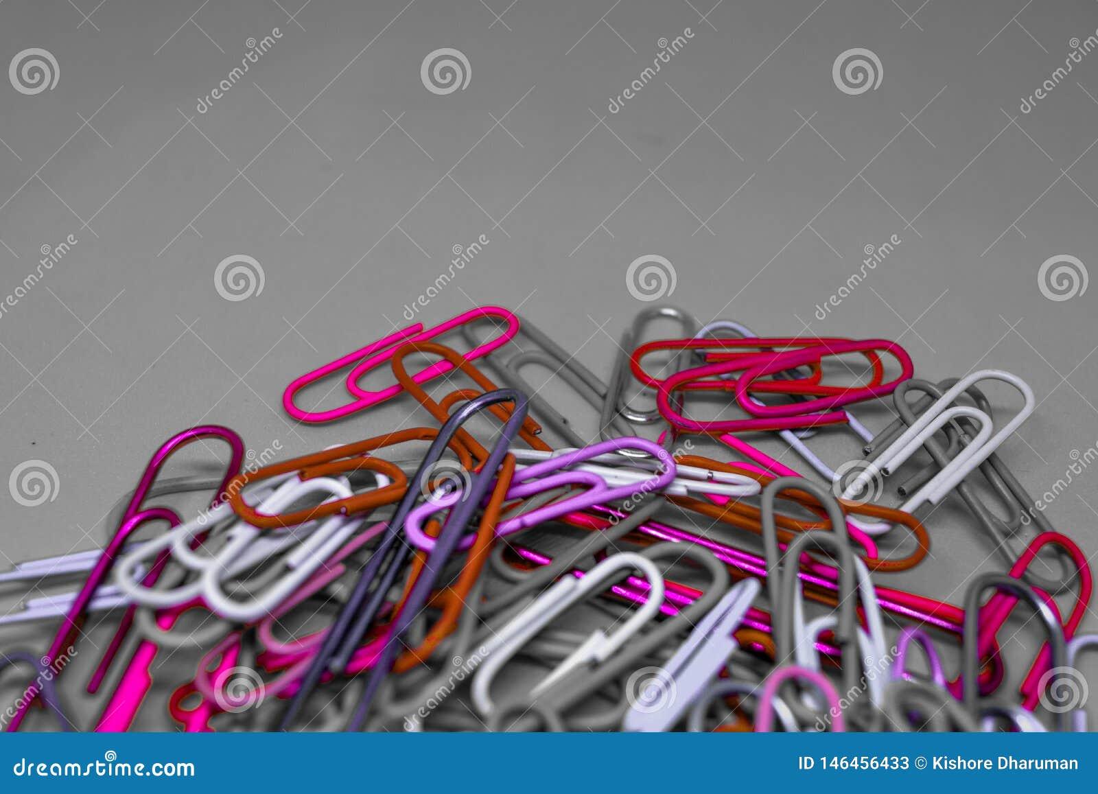 Grampos de papel coloridos