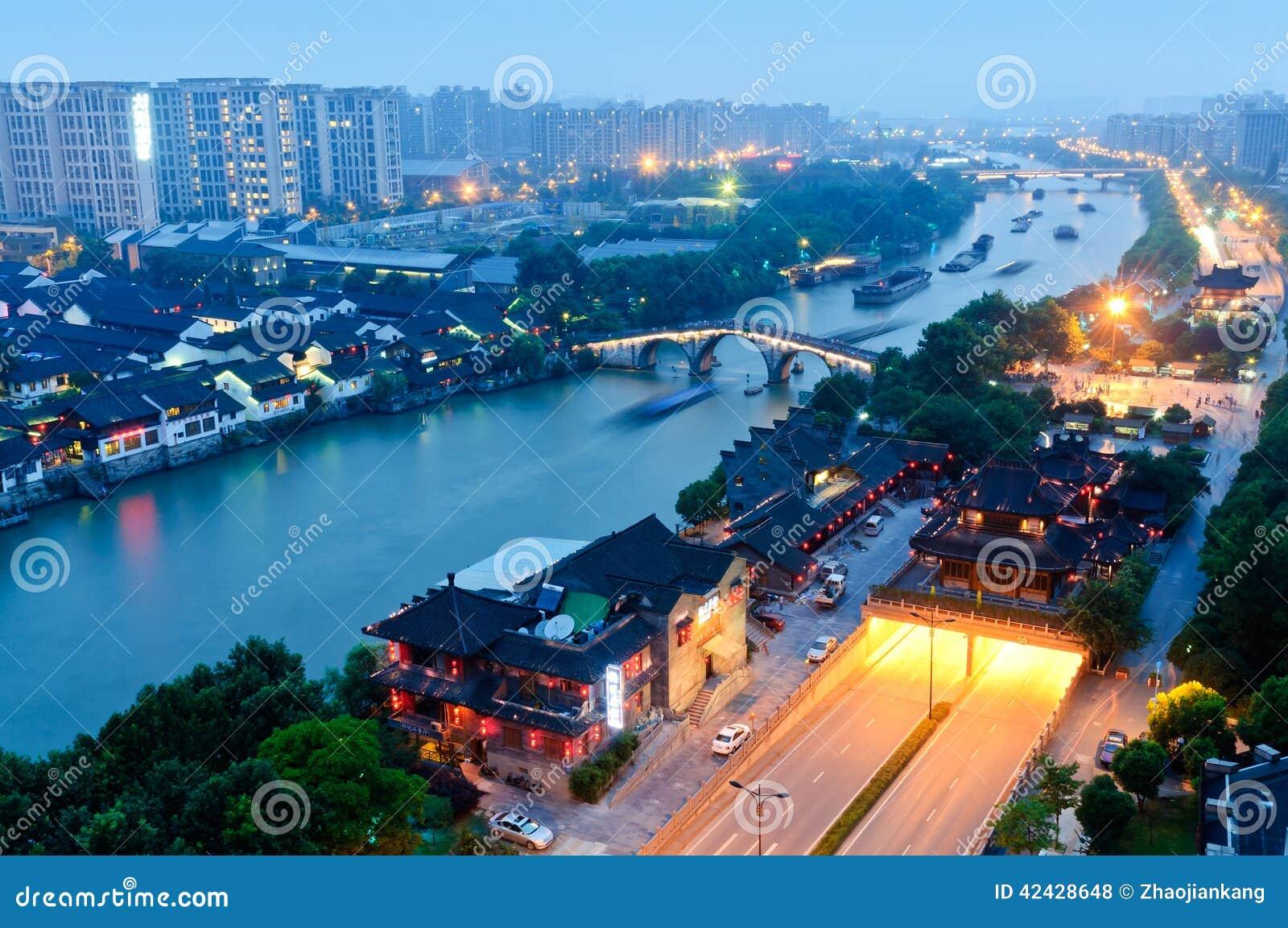 Gran Canal de Hangzhou en la oscuridad