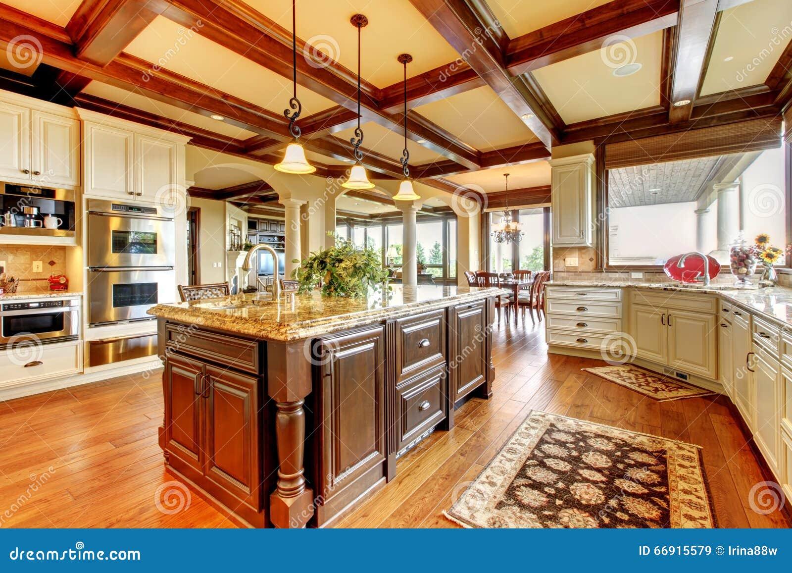 Gran cocina con el suelo de parqu y las encimeras - Parque suelo ...