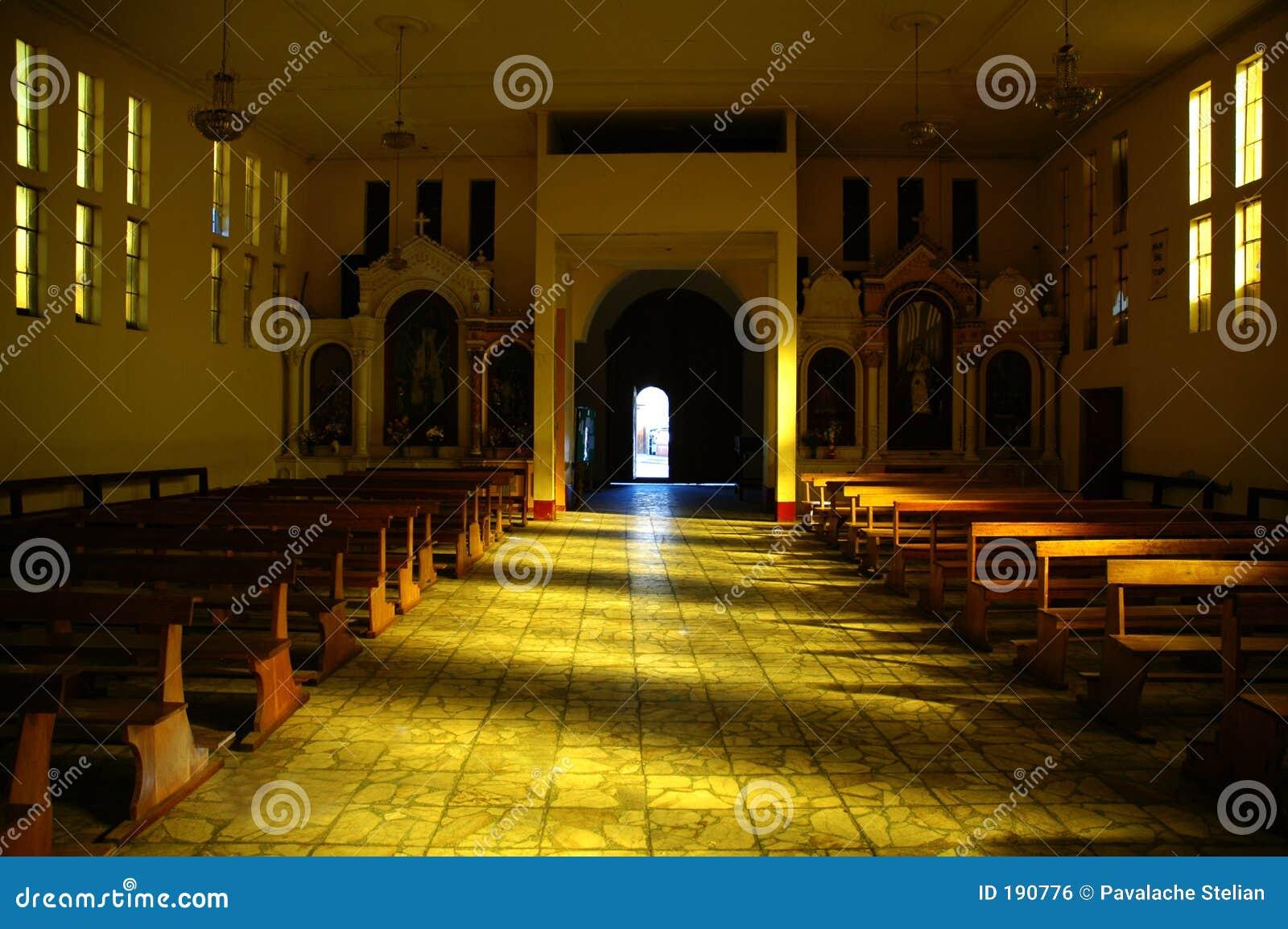 Gran luz en iglesia en Huaraz Perú.