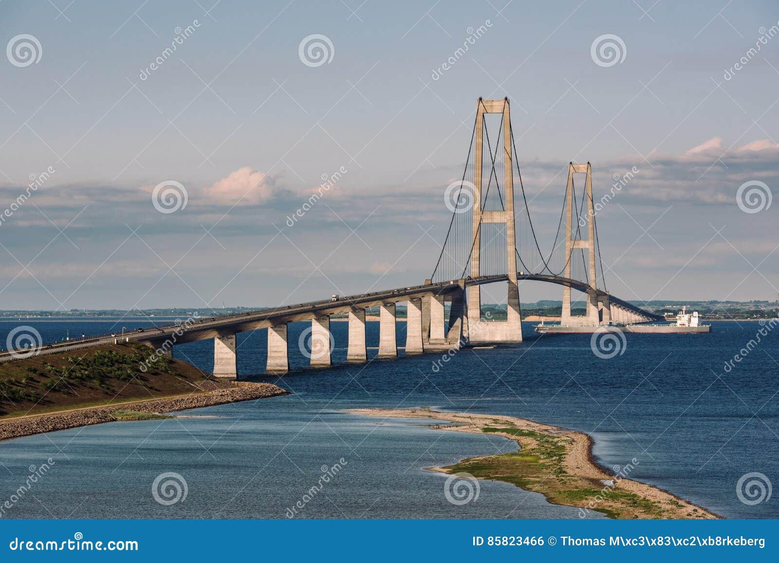 Gran puente de la correa en Dinamarca