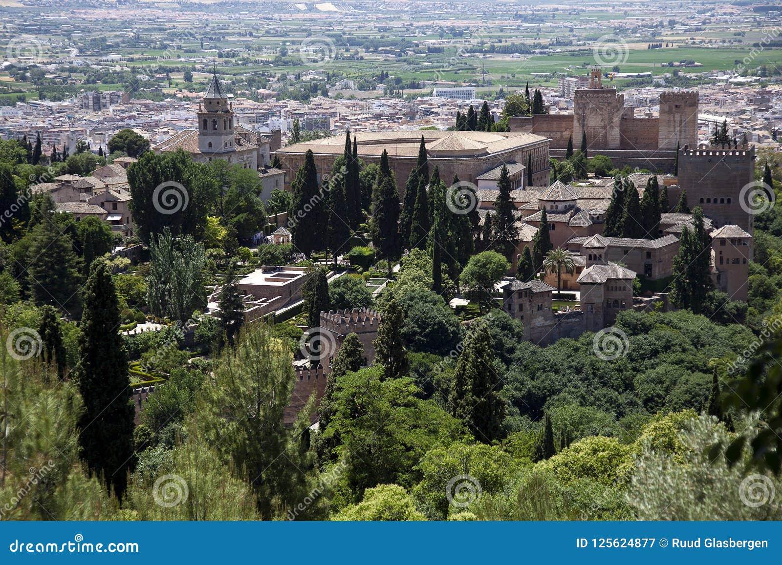 Granada com o Alhambra, cidade histórica bonita no coração da Andaluzia, Spai com Alhambra