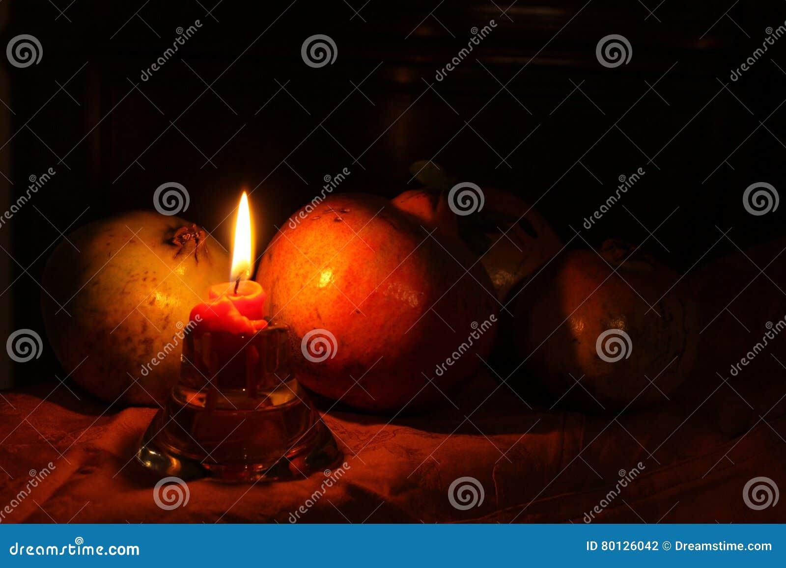 Granatowowie z świeczki Melegrane przeciwu candela