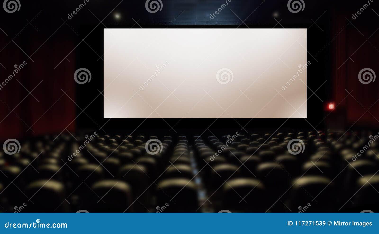 Grand écran argenté dans la salle de cinéma avec l allocation des places