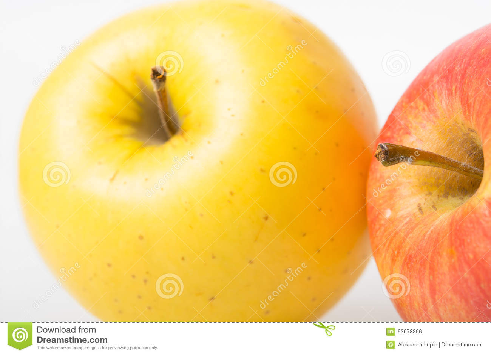 Download Grand Apple mûr jaune photo stock. Image du pomme, vitamines - 63078896