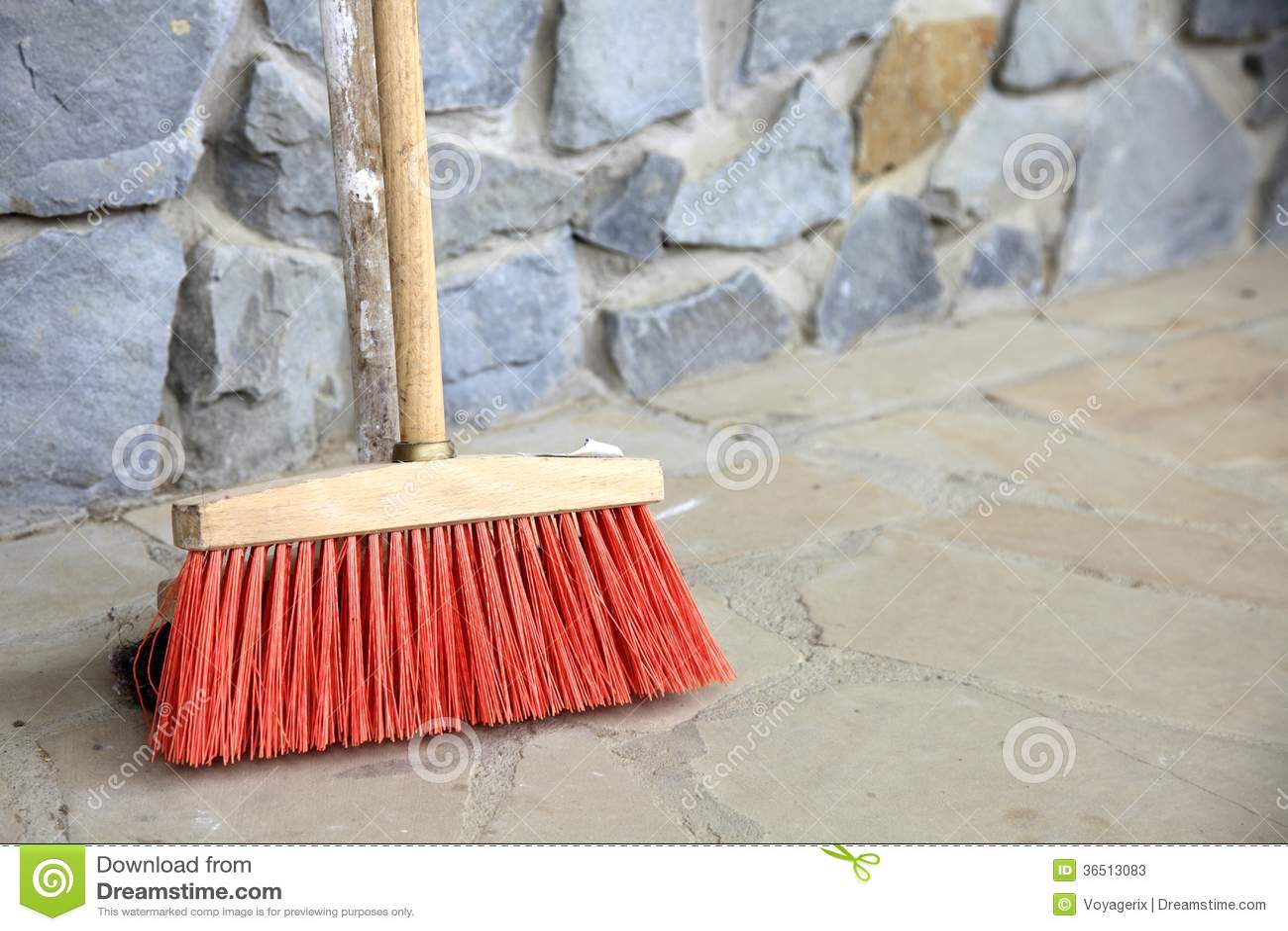 Grand balai sur le mur extérieur - les travaux domestiques