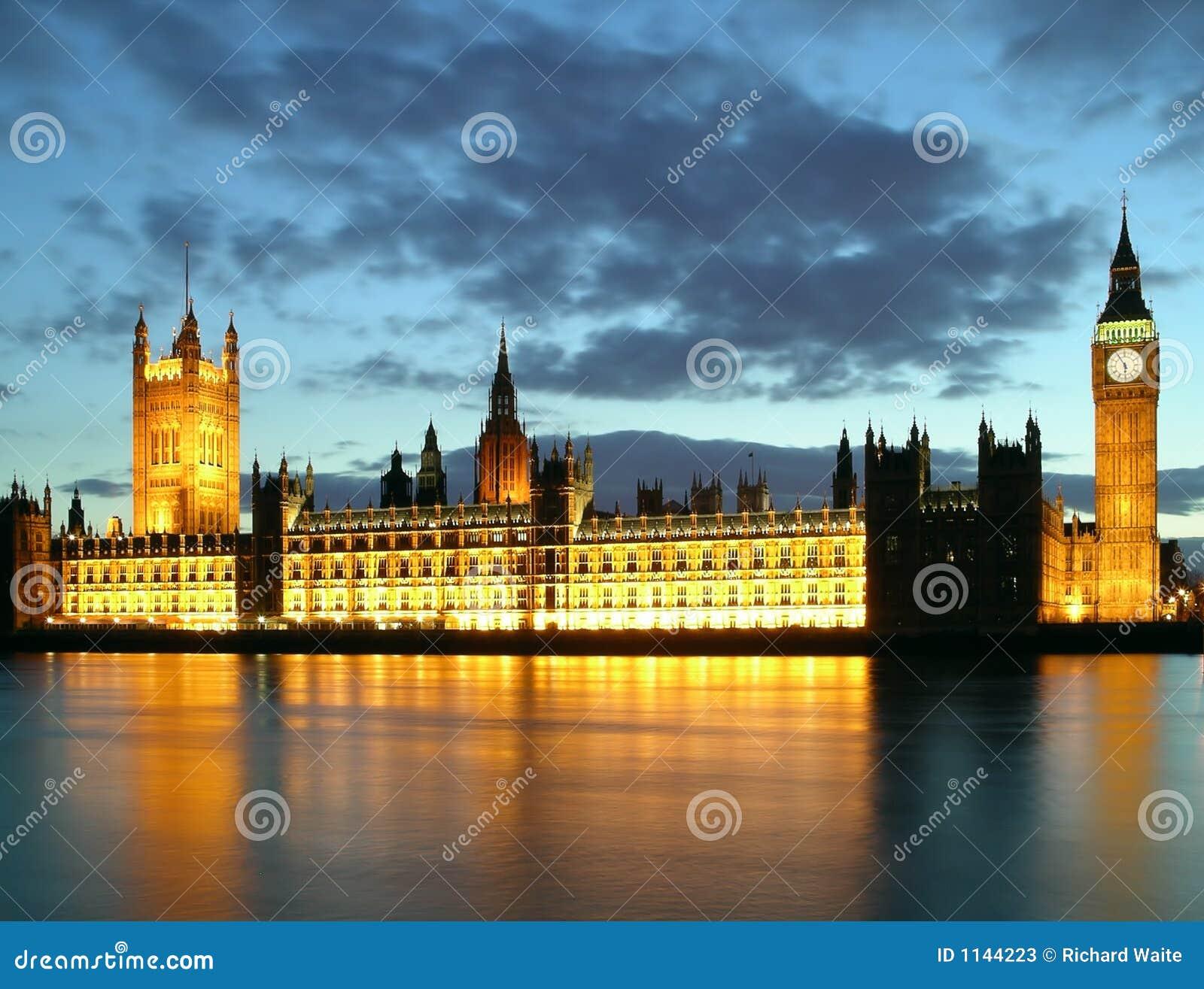 grand ben et maisons du parlement la nuit image stock. Black Bedroom Furniture Sets. Home Design Ideas