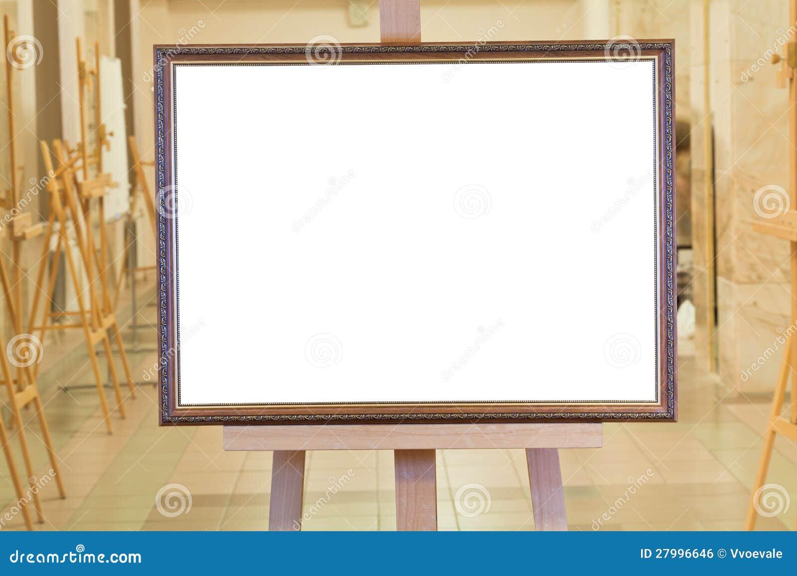 grand cadre de tableau sur le chevalet dans la galerie d. Black Bedroom Furniture Sets. Home Design Ideas