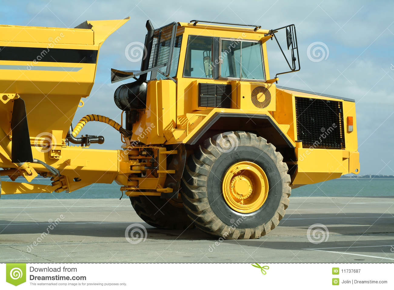 grand camion de dumper dans le chantier de construction image stock image du dumper fret. Black Bedroom Furniture Sets. Home Design Ideas