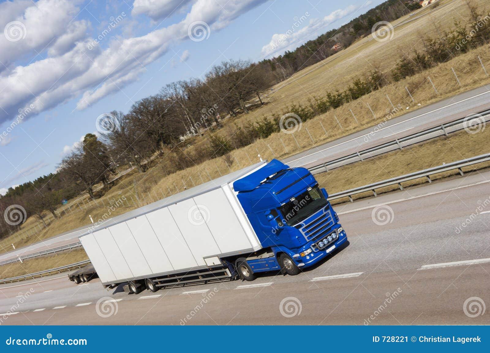 Grand camion sur l autoroute