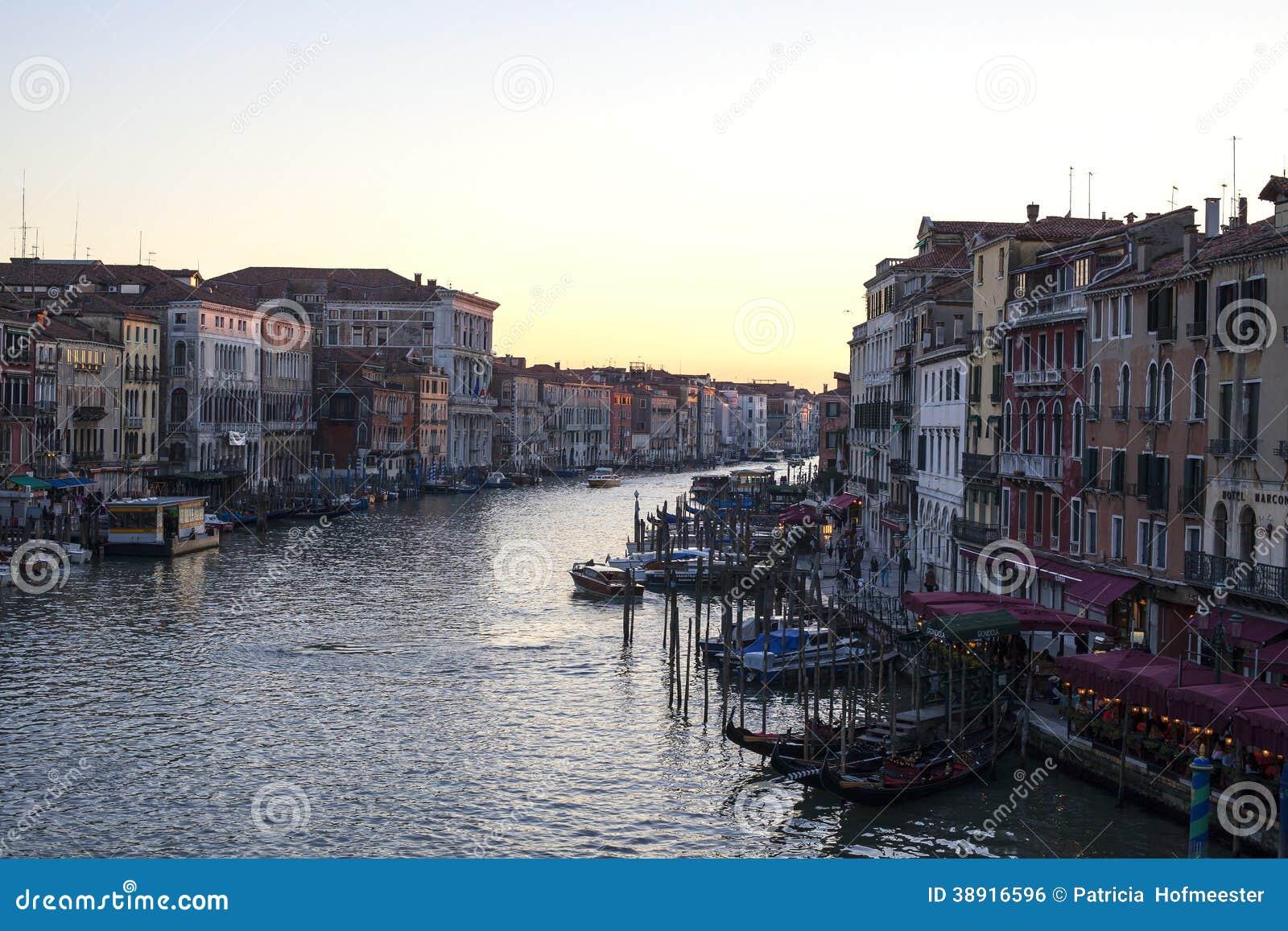 Grand Canal au coucher du soleil
