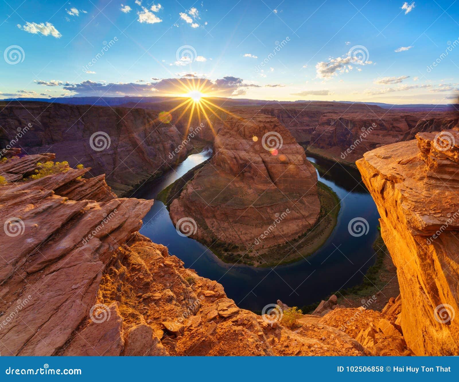 Grand Canyon com o Rio Colorado, situado na página, o Arizona, EUA