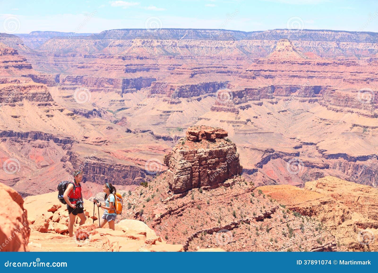 Grand Canyon dat mensen wandelt