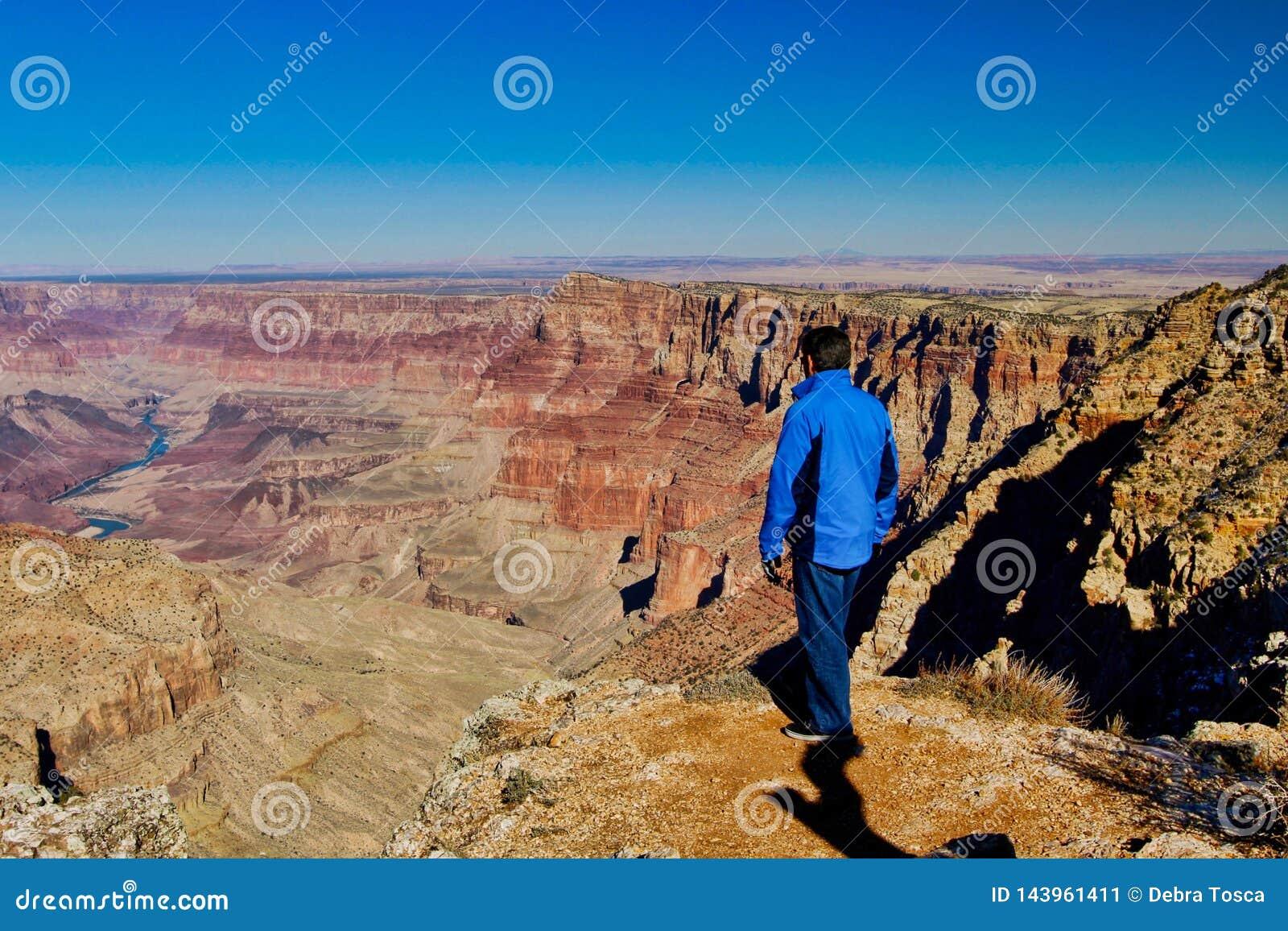 Grand Canyon Nevada som fotvandrar mannen