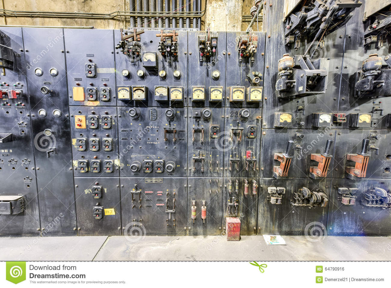 Grand Central Terminal Electrical Equipment Editorial Photo Image Basictriaczeropointswitch Electricalequipmentcircuit Circuit