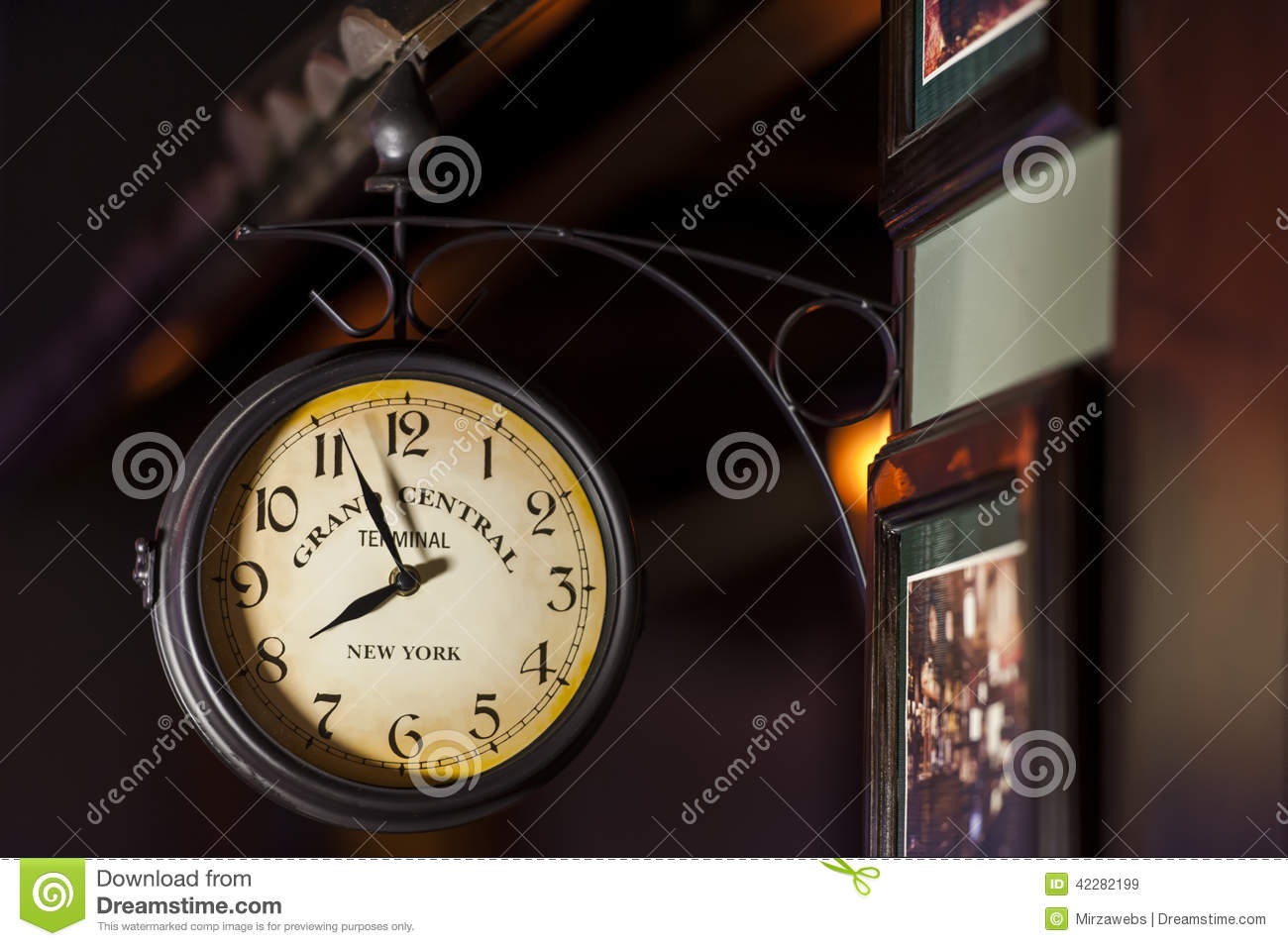 grand central terminal old clock editorial stock image image editorial stock photo download grand central terminal small london train station double