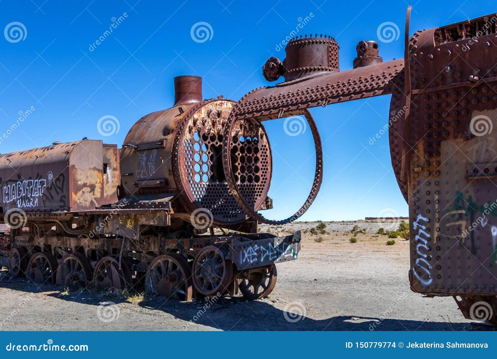 Grand cimetière de train ou cimetière de locomotives à vapeur chez Uyuni, Bolivie