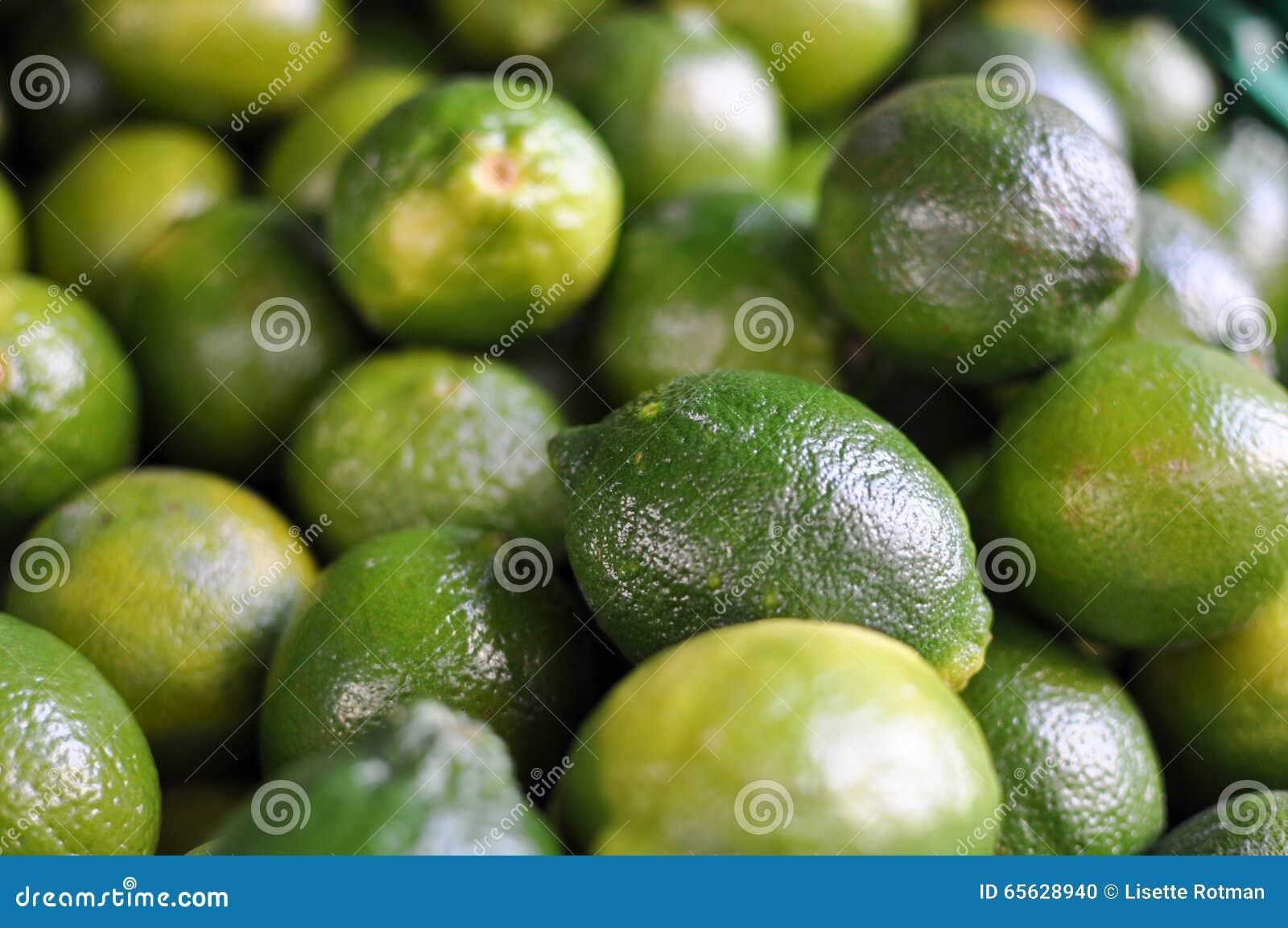 Grand groupe de chaux vertes fraîches