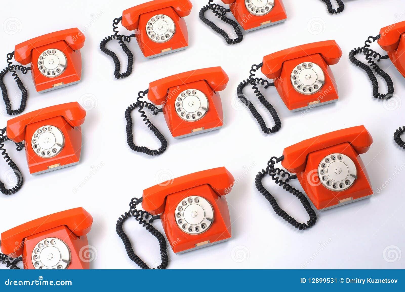 Grand groupe de téléphones oranges
