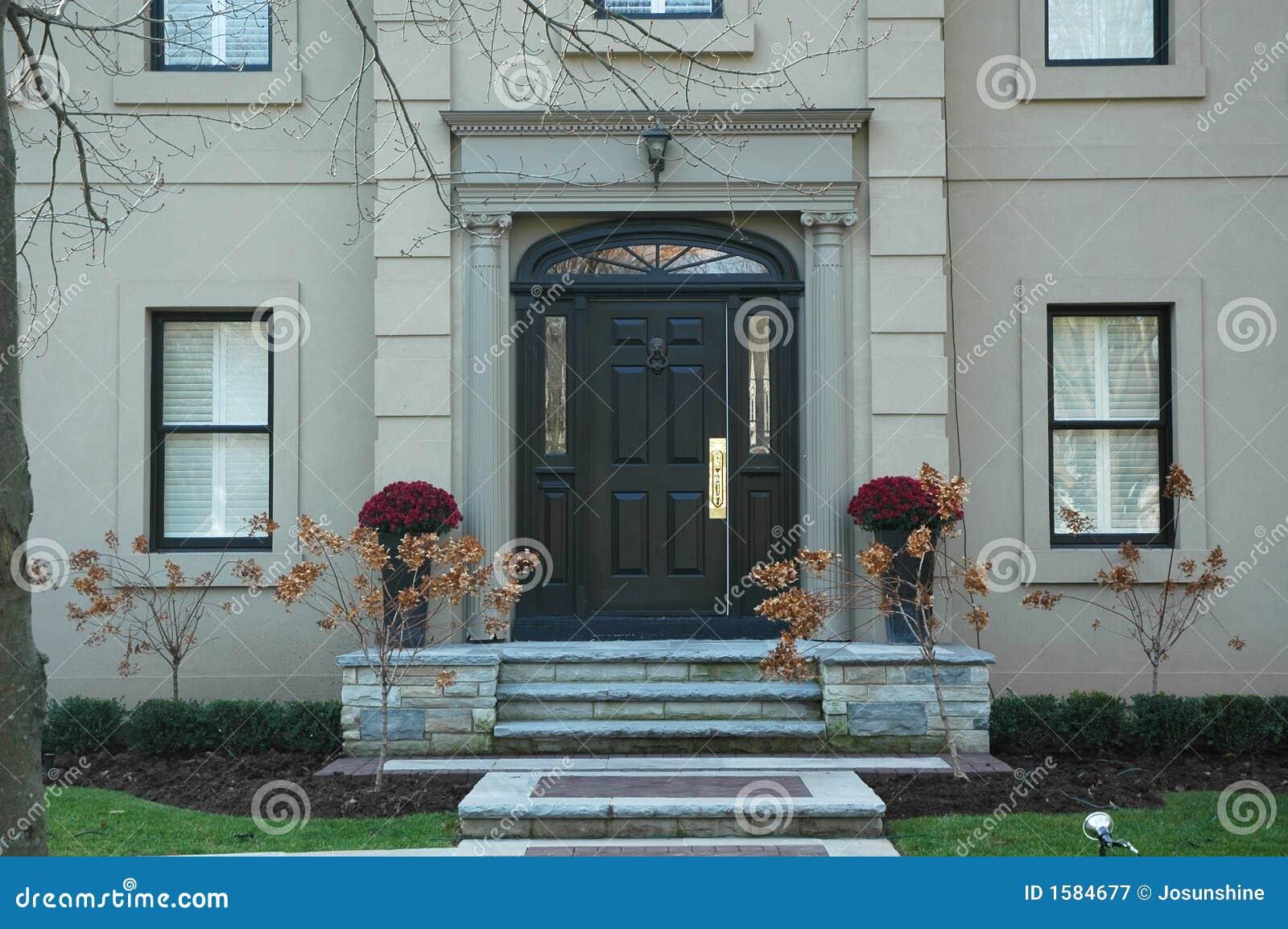 grand-home-entrance-1584677.jpg