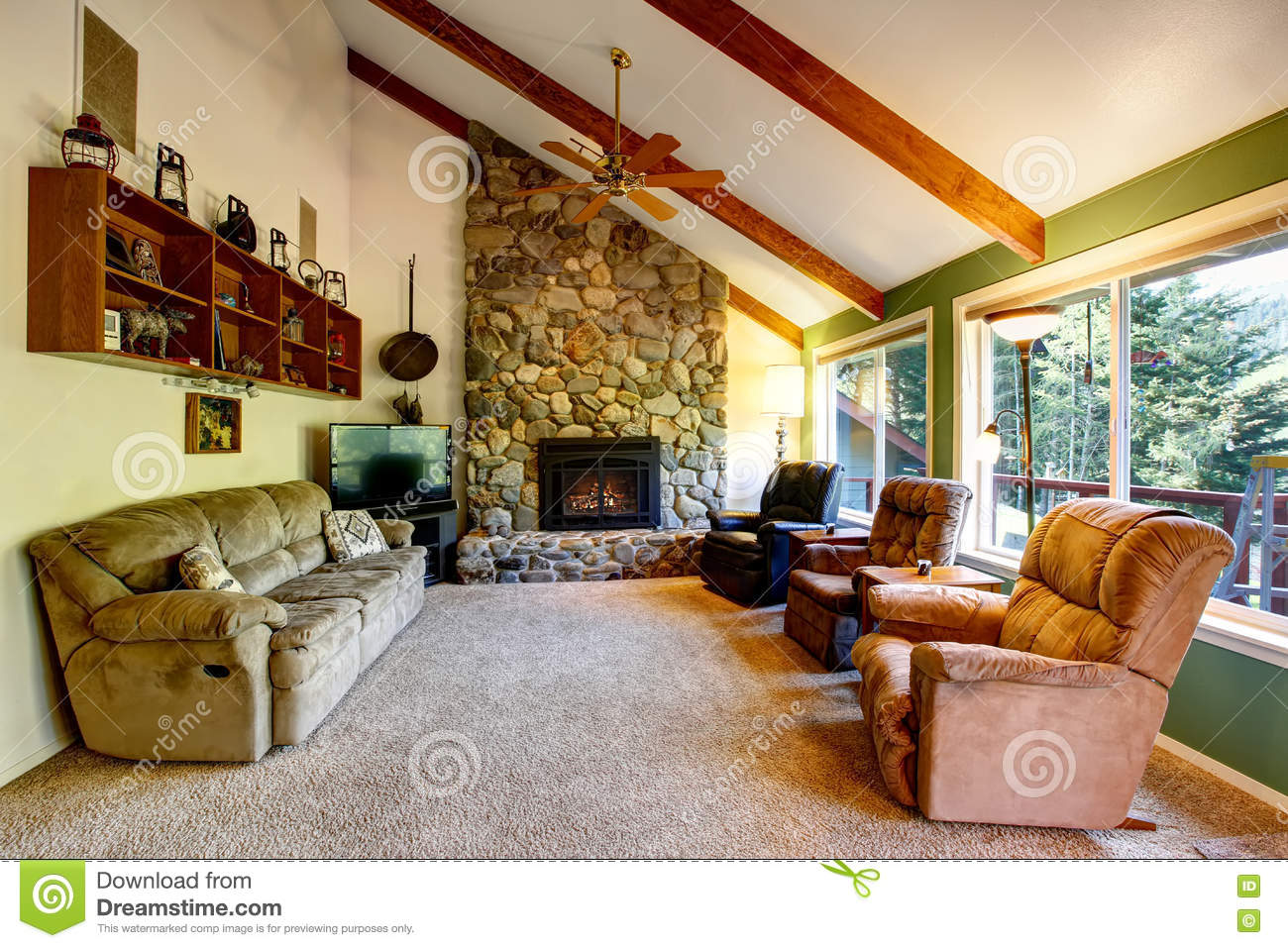 Grand int rieur de salon dans la maison de campagne am ricaine image stock image 74405159 for Interieur maison americaine