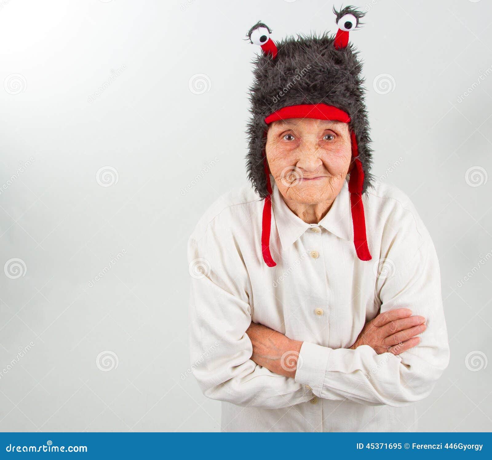 Grand-maman dans le chapeau drôle