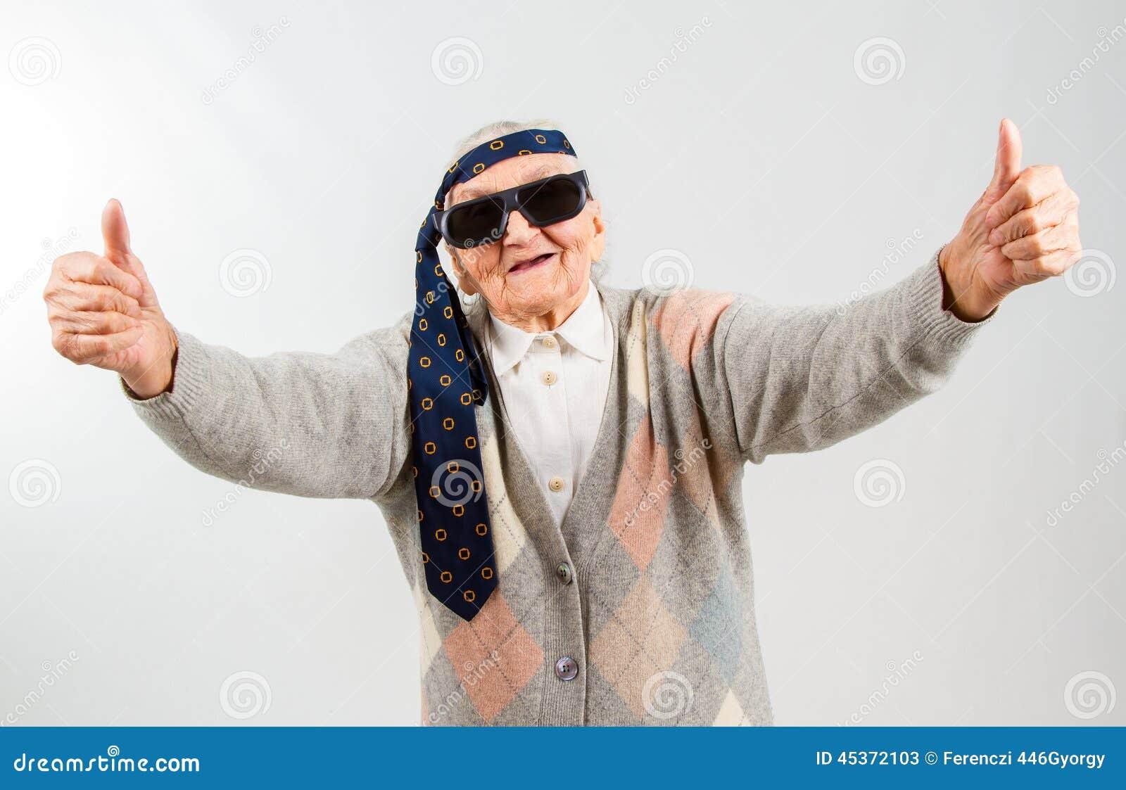 Grand-maman de Bohème avec un lien sur son front