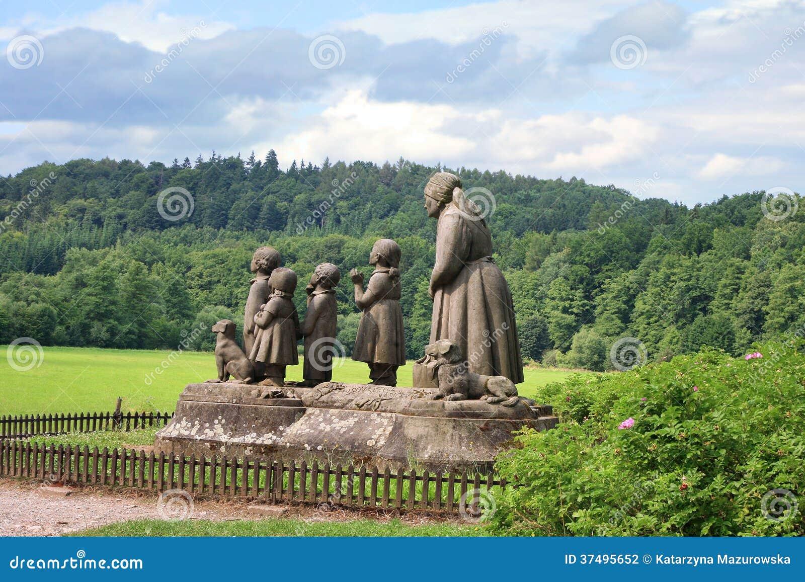 Grand-maman de monument avec des enfants.