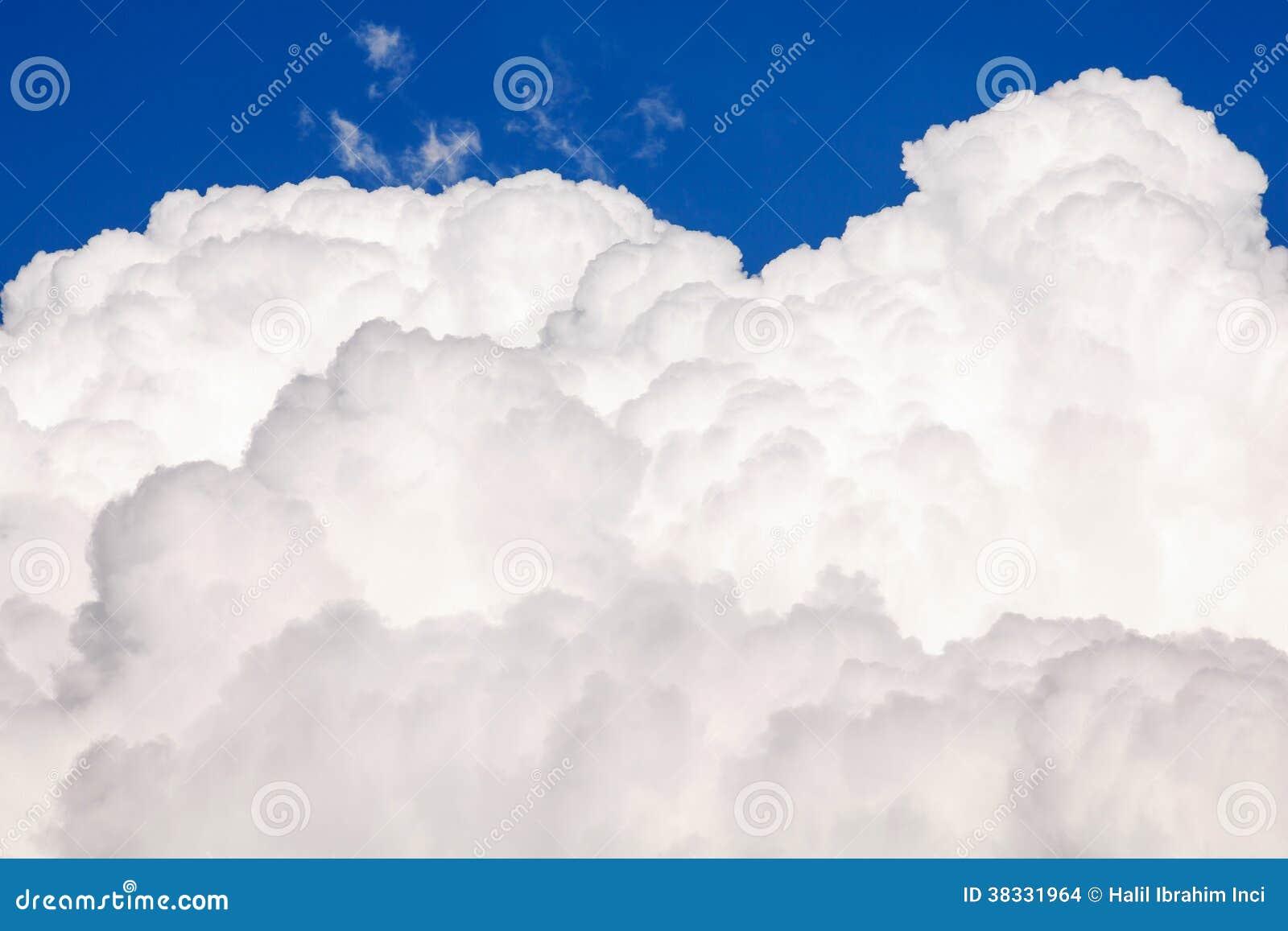 Grand nuage gonflé