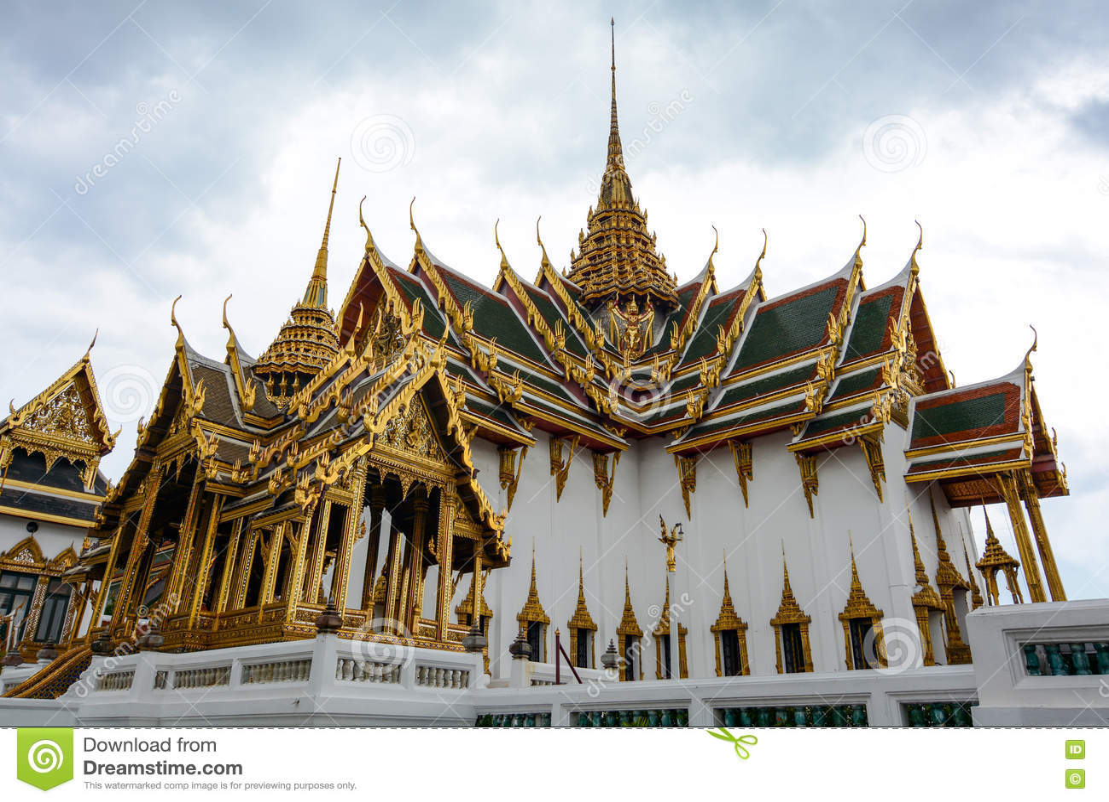 Grand Palace Phra Thinang Dusit Maha Prasat Throne Hall ...