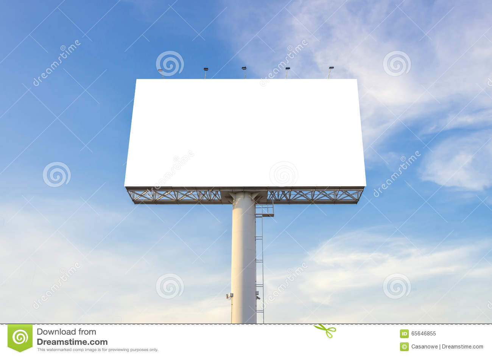 Grand panneau d affichage vide prêt pour la nouvelle publicité