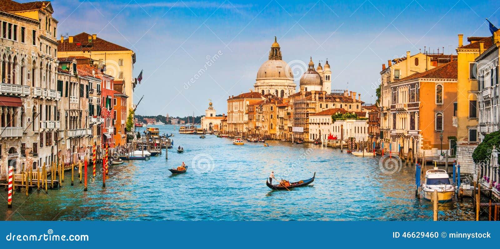 Grand panorama de canal au coucher du soleil, Venise, Italie