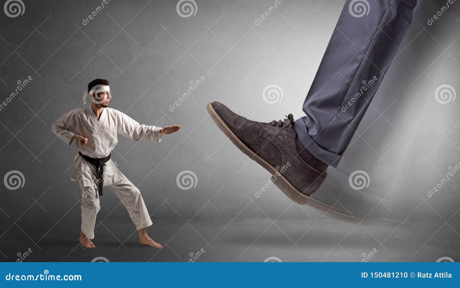 Grand pied marchant le petit homme de karat?