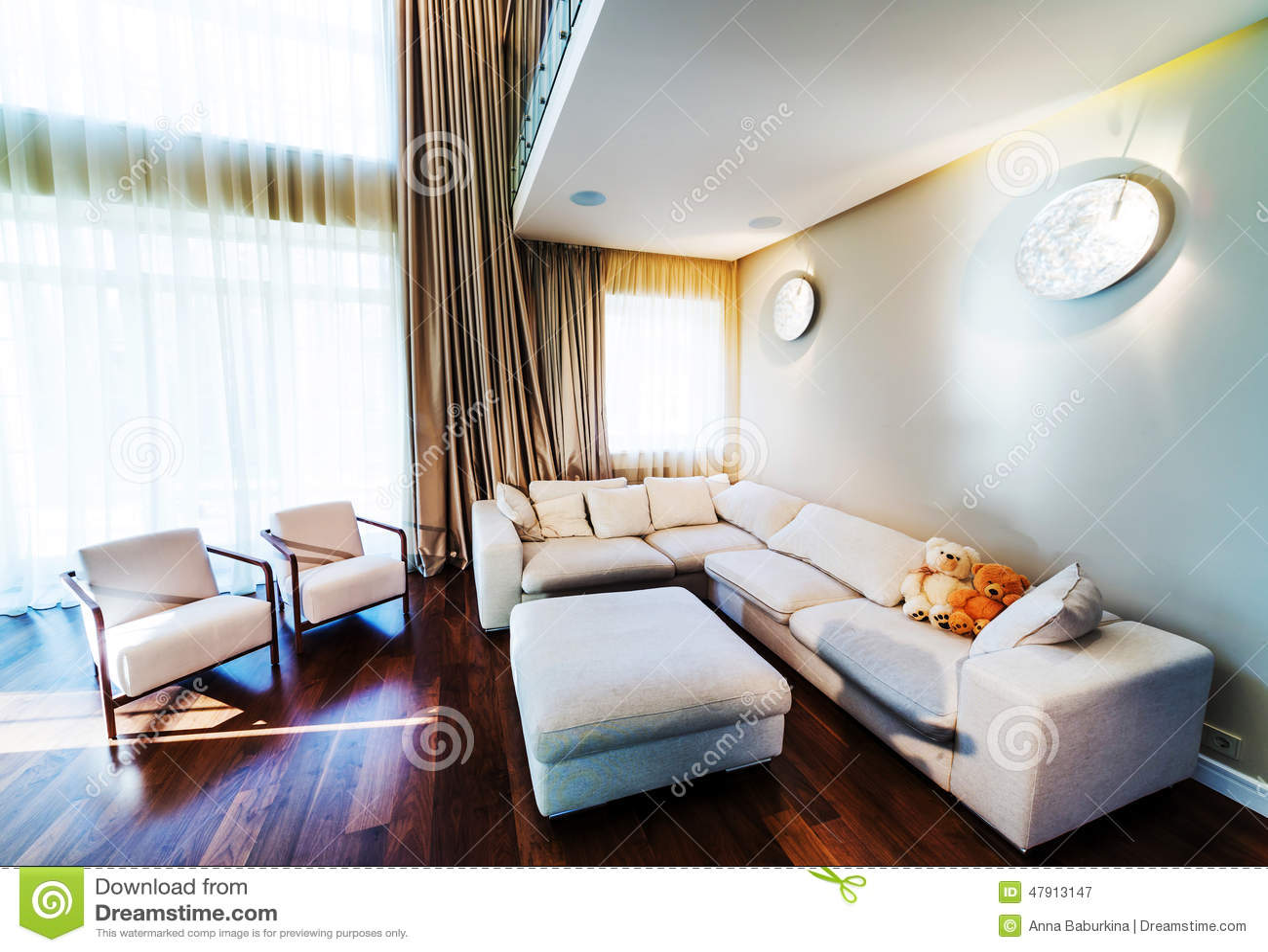 Grand salon moderne image stock. Image du parquet, moderne - 47913147