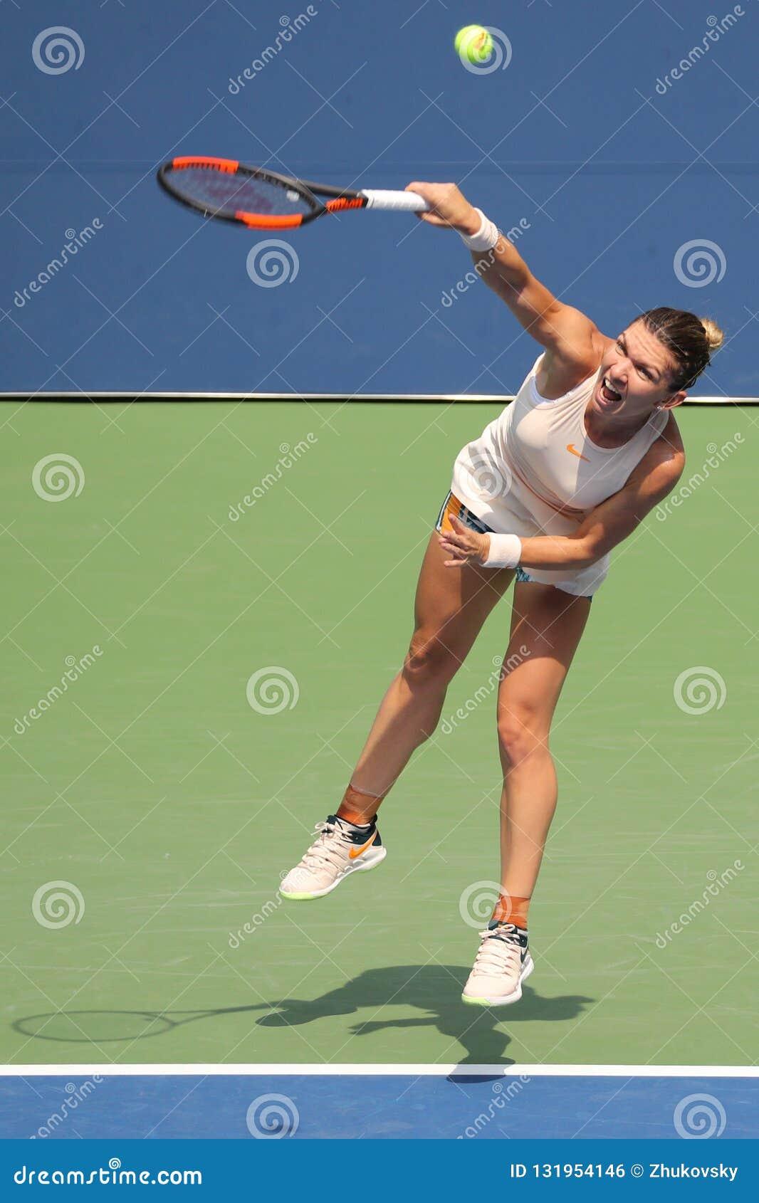 Grand Slam-Kampioen Simona Halep van Roemenië in actie tijdens haar het US Open eerste ronde gelijke van 2018