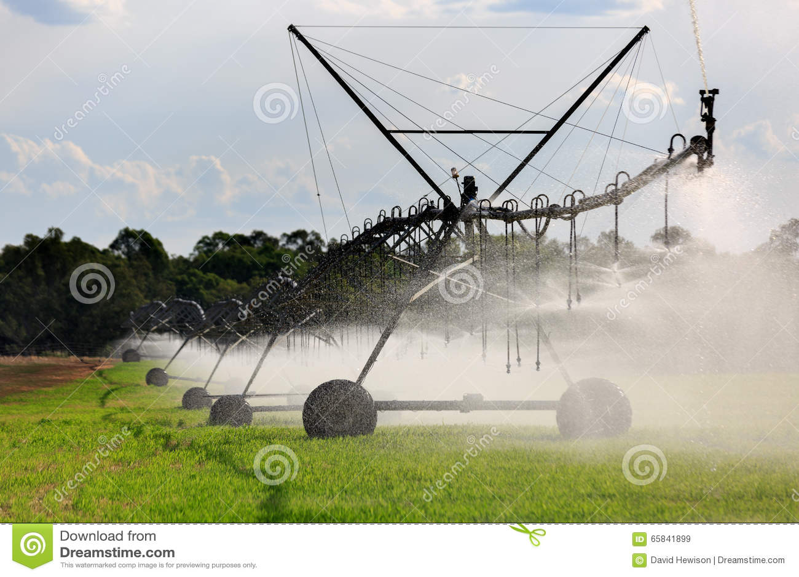 Grand système d irrigation latéral de mouvement