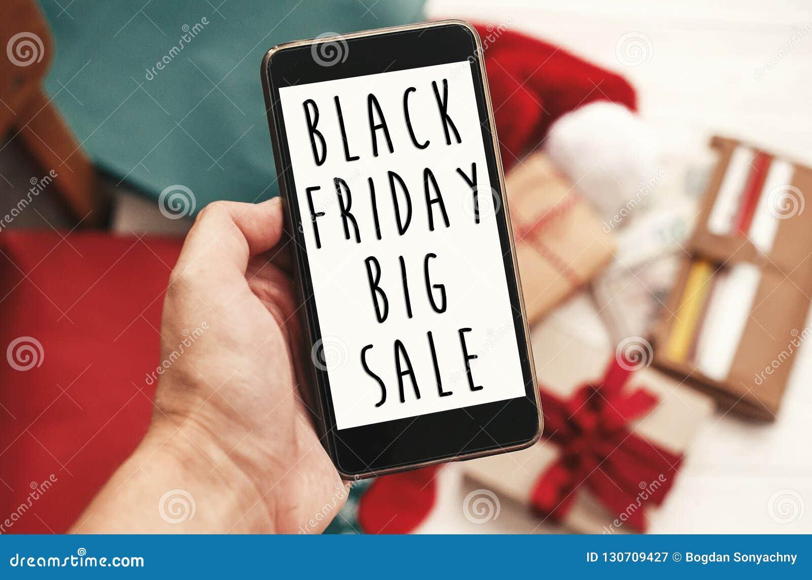 Grand texte de vente de Black Friday sur l écran de téléphone Chr de remise spéciale
