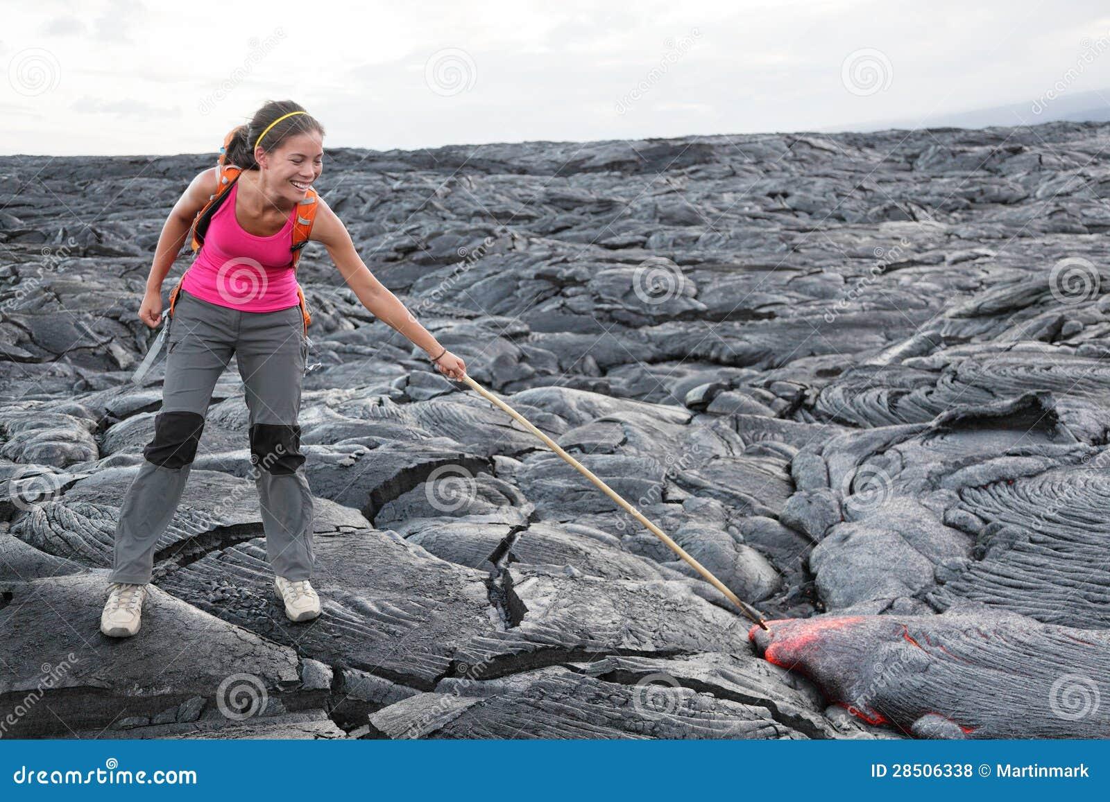 Grand touriste de lave d île d Hawaï sur le volcan