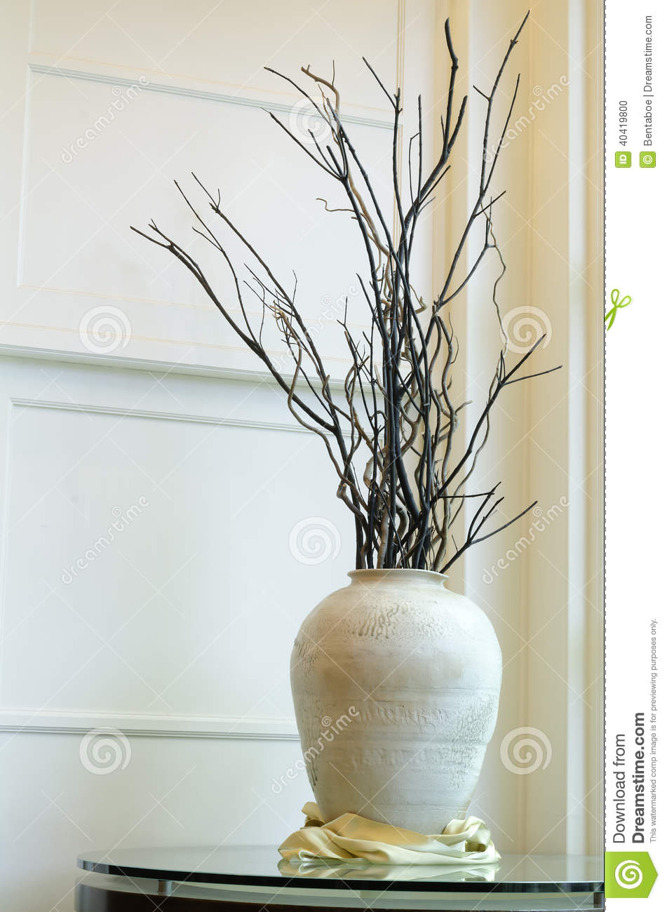 grand vase avec les branches s ches photo stock image. Black Bedroom Furniture Sets. Home Design Ideas