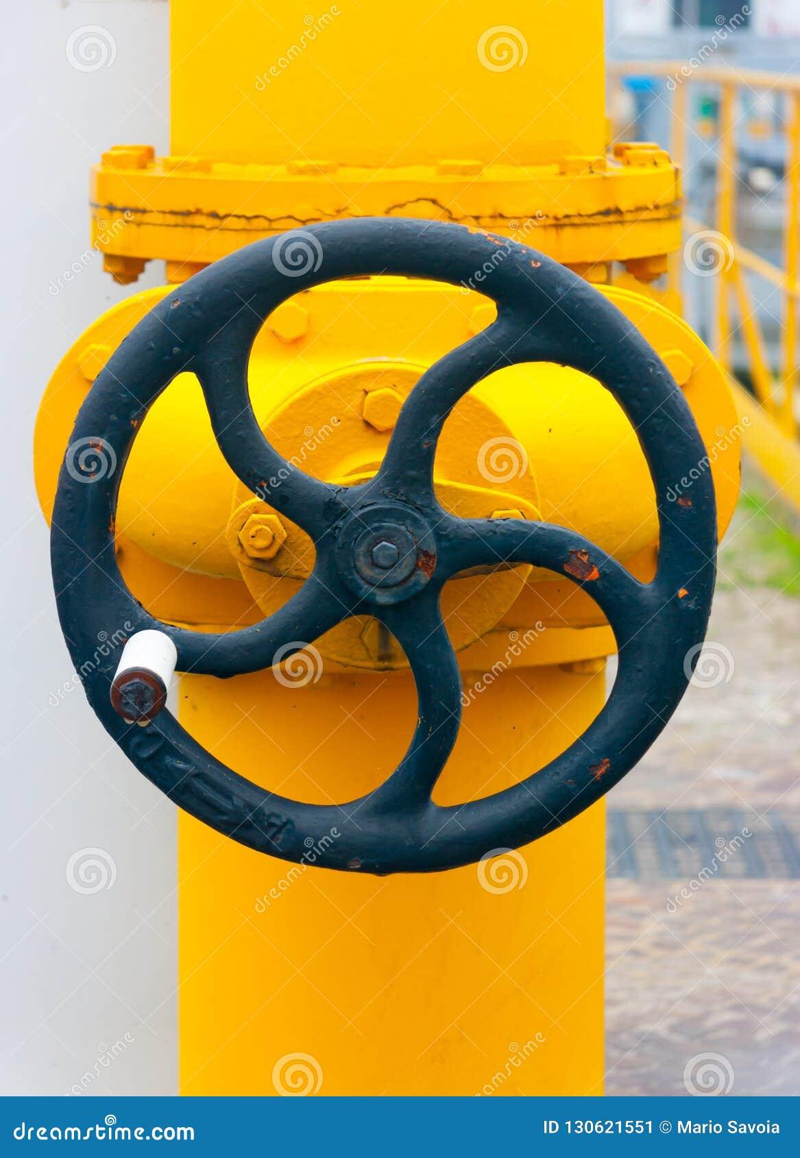 Grand volant de commande manuel sur une valve